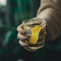 Recipe and ingredients to make a white negroni