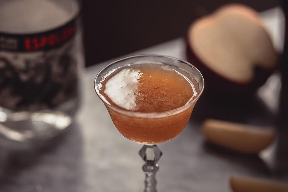 Fall cocktail Apple Crisp