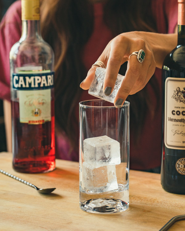 Filling a collins glass with clear ice