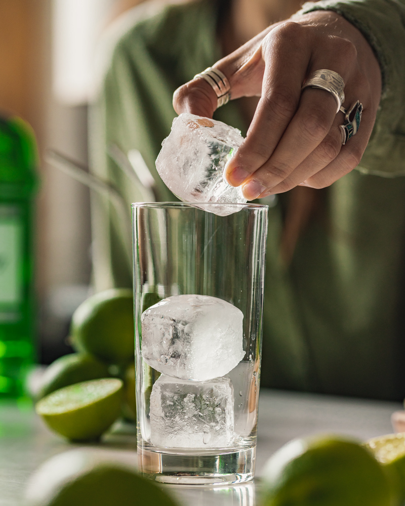 Adding ice to a collins glass